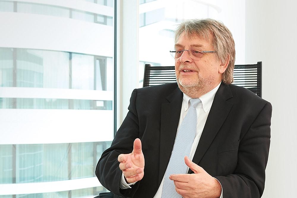 Prof. Dr. Horst Domdey Geschäftsführer / Managing Director